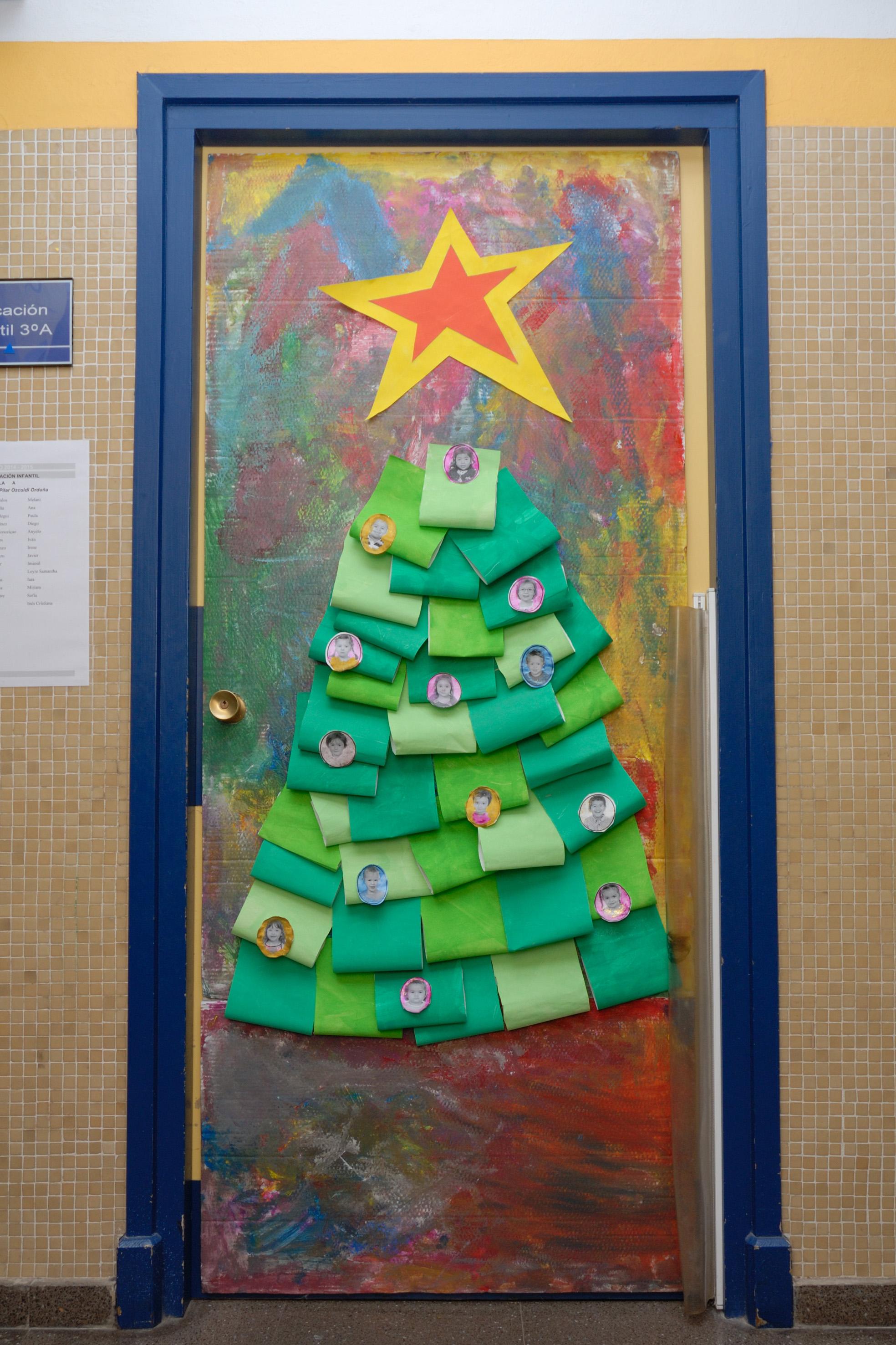 Actividades de aula cp luis gil for Puertas decoradas navidad material reciclable
