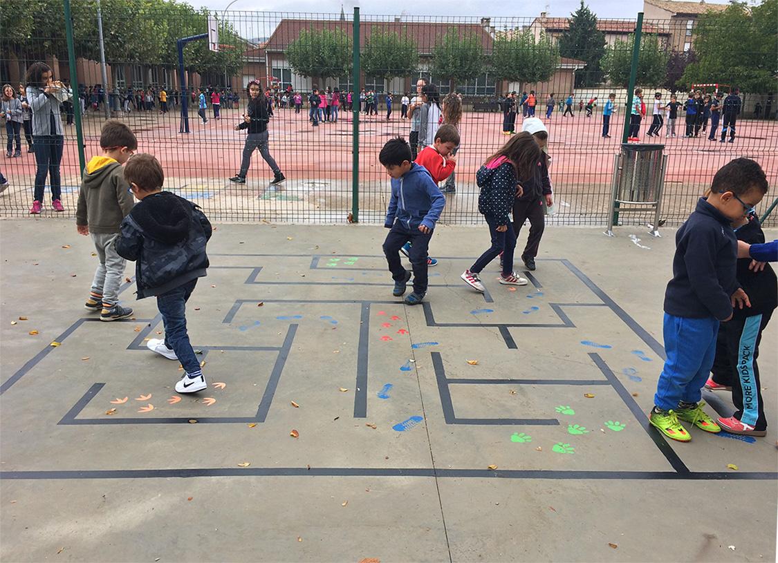 Juegos de suelo en el parque infantil cp luis gil - Parque suelo ...